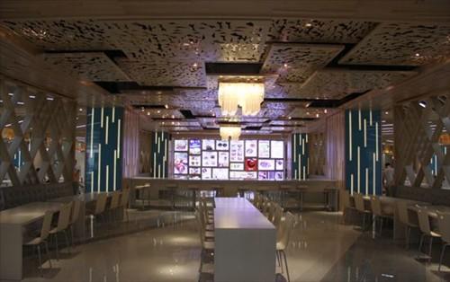 精品男女装,潮流鞋包,时尚异国菜,特色餐厅及2万平方米超大型主题美食